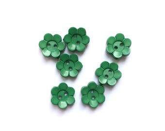 7 Green Flowers Shaped Plastic Buttons