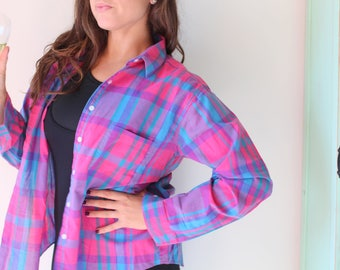 Vintage GRUNGE Collared Button Down....size medium large...90s clothing. retro. sporty. preppy. classic. frat. nautical. plaid. college. Mmh2m