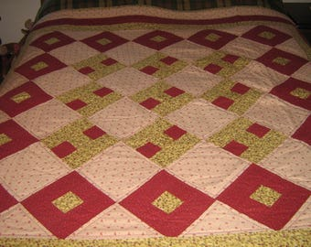 Daisy Chain Cranberry Throw Quilt