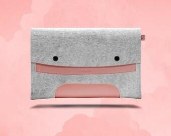 20%OFFSUMMERSALE Macbook Pro 13 inches. Pink Leather & Light Grey Wool Felt.