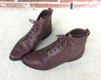 vintage 80s WINGTIP brown leather ANKLE BOOTS grunge 6 lace up flat preppy riding granny womens shoes