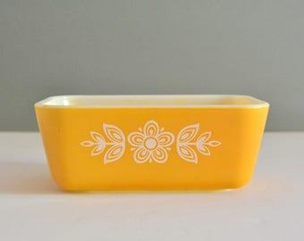 Butterfly Gold 502 Pyrex Refrigerator Dish