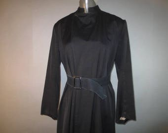 Vintage Clerical Robe, Cossock Priest Robe / SWIFTON Label, Black Full Length Robe / Attached Belt, Lap Front,One Button, High Collar..small