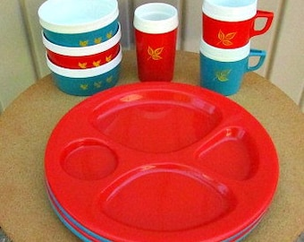 vintage 60s picnic plates bowls cups mug 10 piece picnic set thermo cups divided plates