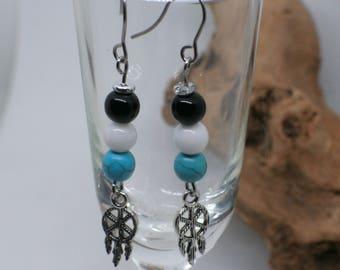 Boucles d'oreilles capteur de rêve//attrape rêve// turquoise//noir et blanc//étain// dream catcher// pewter earrings//native earrings