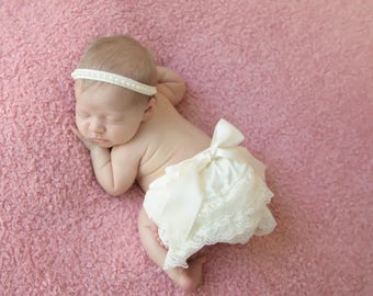Newborn Ivory Lace Bloomers and Pearl Trim Headband, lace diaper cover, bebe foto, Lil Miss Sweet Pea Boutique