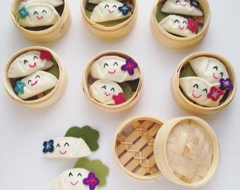Mini dumplings in bamboo steamer - felt plushie set of 2 - kawaii cute