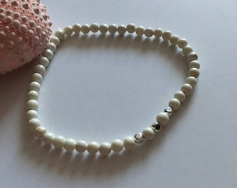 Seashell Jewelry … Small White With Silver Bead Stretch Bracelet (1666)
