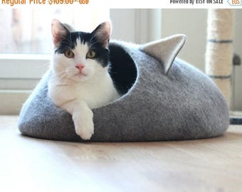 Pets bed / Cat bed - cat cave - cat house - unique gift -  eco-friendly handmade felted wool cat bed -  grey and natural light