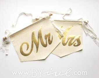 Mr & Mrs Chair Sign. Canvas banner flag. The perfect touch for a romantic vintage wedding decor. Shabby Chic. Pennant with garland.