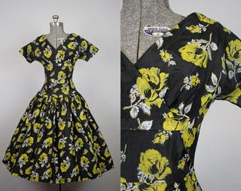 1950's Black and Yellow Rose Print Taffeta Party Dress / Size Small