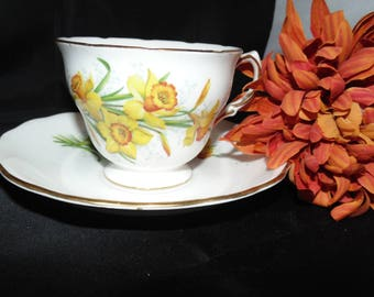 Vintage Bone China Royal Vale England TeaCup and Saucer Yellow Daffodils Flowers Floral Gold Gilt