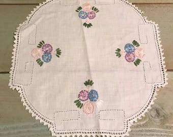 Vintage Hand stitched embroidered floral pattern dresser scarf pretty lace edging rounded