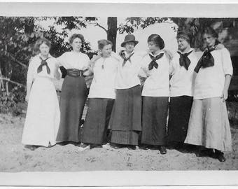 Old Photo Group of Woman arm n arm Long Skirts 1910s Photograph Snapshot vintage