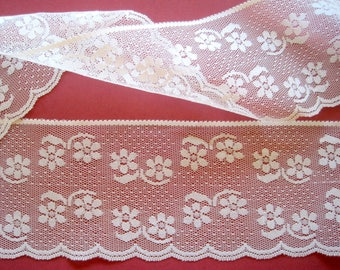 "REMNANT - Floral Lace With Scalloped Edge, Ivory, 4"" inch wide, For Victorian & Romantic Projects"