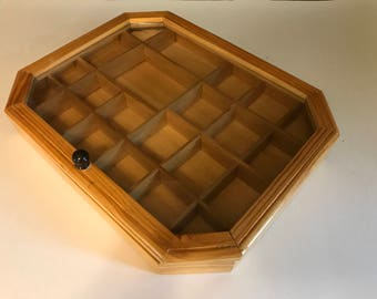 Vintage Pine and Glass Shadow Box Wall Hanging Table Decor, about 11 x 14 inch