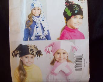 Easy McCalls Pattern M9130 Fleece Hat, Mittens, and Scarf Uncut One Size