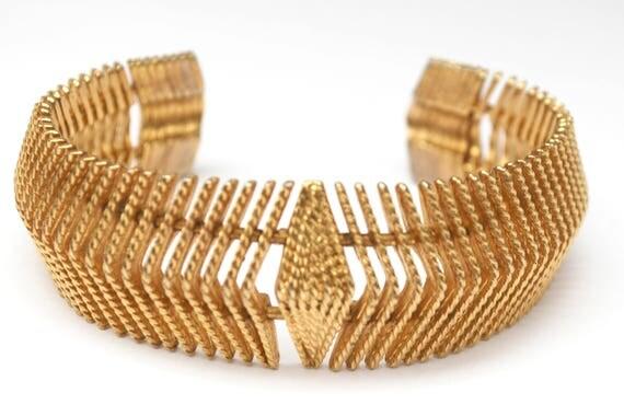 Gold Ribbed Cuff Bracelet - Gold tonemetal - large Bold Bangle