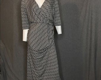 DIANE von FURSTENBERG Printed Ruched Dress Size: L
