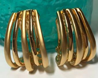 Vintage like nee gold tone clip on earrings