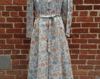 Vintage Embroidered 40s 50s Asian Robe // Silk Lined // Princess Cut // Beautiful Colors