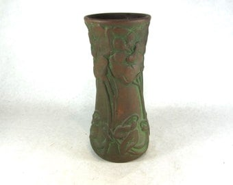 Peters and Reed art pottery vase moss aztec matt green 1910s arts and crafts Mission bungalow home