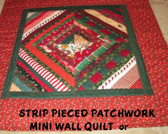CHRISTMAS WALL QUILT Table Square Strip Pieced Patchwork Holiday Home Décor