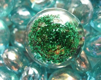 Large cabochon with green glitter resin ring