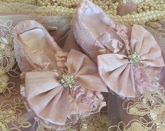 Dusty pink lace shoes with bow