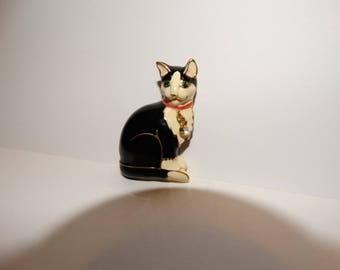 Vintage Enamel Kitty Cat Pin Brooch with Dangling Collar
