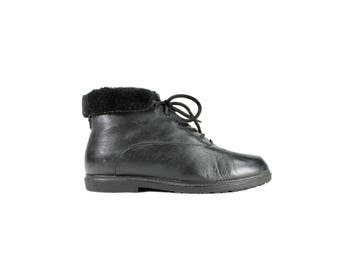 Size 7 Black Leather Lace Up Ankle Boots with Faux Fur Trim // Black Ankle Boots // 1990s 90s // G538
