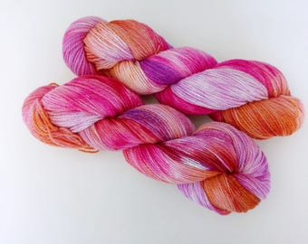 100g Grand Canyon sunset on Romney lambswool, BFL and British alpaca. Ethically produced British wool spun + hand dyed in Yorkshire.