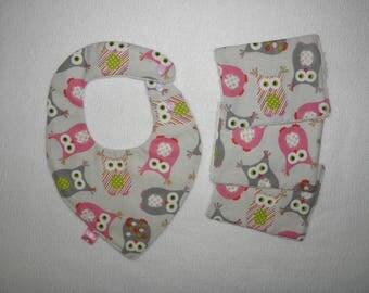 Bib shaped bandana and wipes sponge bamboo printed owls, OWL on gray background