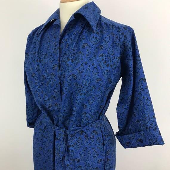 Vintage housecoat blue dagger collar house silky dress swirly fleur de lis print handmade robe indian cotton mixUK 14  A line muu muu 1970s