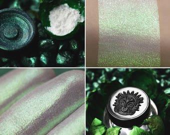 Eyeshadow: Emerald Crystals - Jewels Crystals. Emerald shimmering eyeshadow by SIGIL inspired.