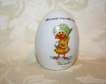 """Suzy's Zoo Egg 1976 Enesco Imports """"Shower me with Love"""""""