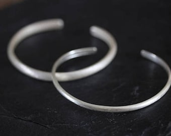 Thai Karen simple open bangle with etched texture in half-round silver wire profile -small (B0064A)