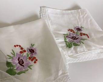 2 Vintage Ladies Hankerchiefs - Pretty Embroidered flowers