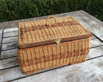 Sewing basket, Vintage sewing basket, Antique sewing basket, Antique wicker basket, Restored, Orginal wooden tray, Made in West Germany