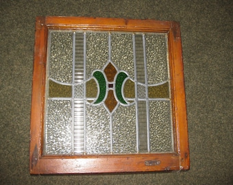 """ANTIQUE LEADED STAINED Glass Window With Green And Gold Crest In The Middle Clear Glass Is Textured Measures 20"""" x 19 1/2"""" 1 3/4"""" Deep"""