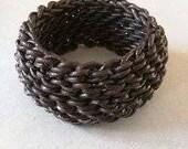 Bracelet large jonc souple en cuir au crochet, pièce unique. Handmade