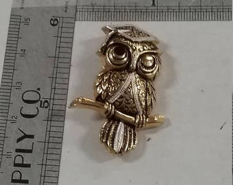 10% OFF 3 day sale Vintage owl pin brooch gold tone