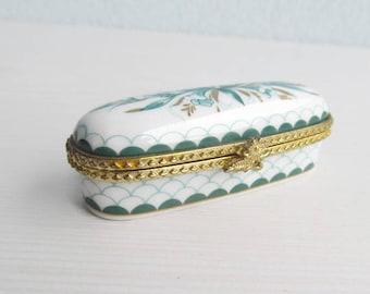 Oval pill box Snuff box Snuff case Trinket box Purse box Inged pill box white porcelain