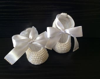 Pearls Crochet Baby shoes. Princess White Slippers.Hand crocheted Mary Jane. Baby Ballet Flats.