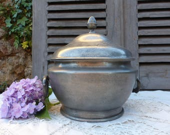 French vintage pewter soup tureen. Rustic french pewter tureen. French country. Farmhouse kitchen decor. Rustic decor. Jeanne d'arc living