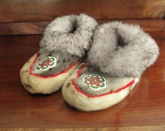 Authentic Eskimo Sealskin, Leather, Rabbit Fur and Hand Beaded Moccasins / Slippers - Size 8