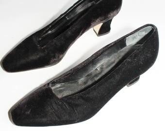 Black Velvet Pumps / Square Cut Plush Heels / Size 7