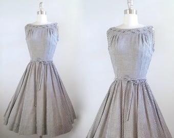 Picnic plans | 1950s black and white gingham dress | 50s cotton full skirt summer dress | xsmall