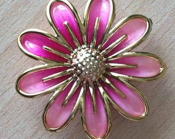 Flower brooch average thimble