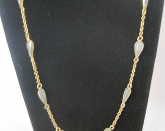 Vintage Gold Tone Necklace With Glass Beads